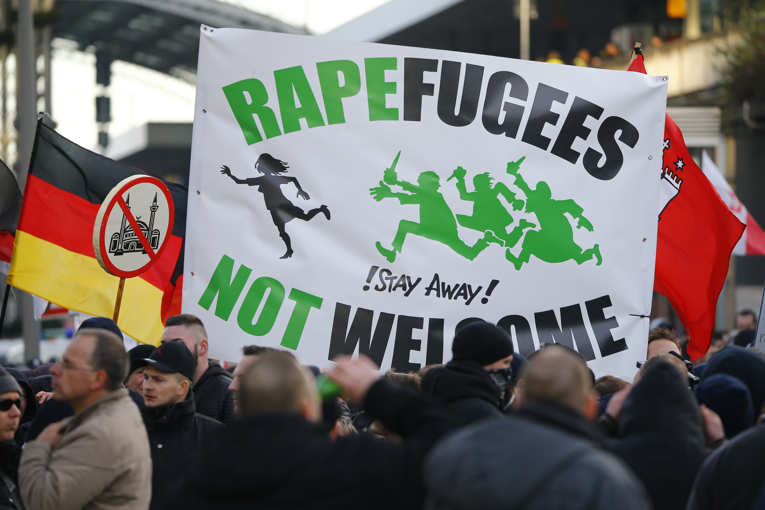 Supporters of anti-immigration right-wing movement PEGIDA (Patriotic Europeans Against the Islamisation of the West) take part in in demonstration rally, in reaction to mass assaults on women on New Year's Eve, in Cologne, Germany, January 9, 2016. REUTERS/Wolfgang Rattay - RTX21MZW