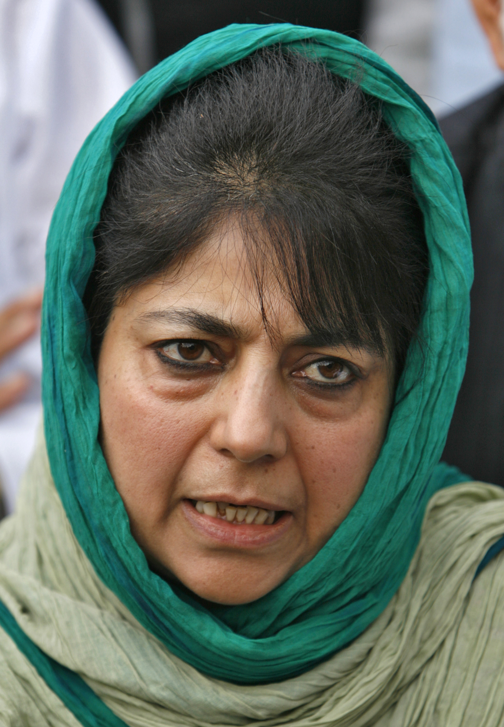 Mehbooba Mufti, chief of People's Democratic Party (PDP), addresses a news conference in Srinagar June 28, 2008. Mehbooba announced the withdrawal of her party's support from the coalition government, over a decision to transfer forest land to a Hindu shrine trust in Indian-administered Kashmir. Authorities transferred nearly 100 acres (40 hectares) of forest land in Kashmir to the Shri Amarnathji Shrine Board, a Hindu trust, to erect temporary shelters for thousands of Hindu pilgrims who annually trek to a cave shrine in the mountains.  REUTERS/Fayaz Kabli     (INDIAN-ADMINISTERED KASHMIR) - RTX7FJ1