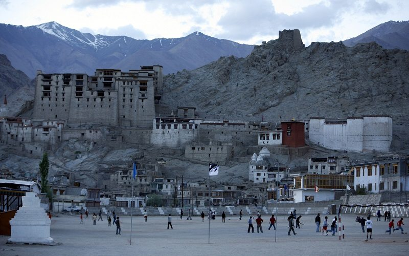 """People play in an open area near Leh Palace in Leh June 16, 2007. The World Monuments Fund (WMF) reported on its website that the Buddhist dominated district of Ladakh is in the watch list of """"100 Most Endangered Sites"""" across the world for 2008. The list intends to raise international attention to the challenges and threats that cultural heritage sites in Leh and adjoining areas face. REUTERS/Amit Gupta (INDIAN ADMINISTERED KASHMIR) - RTR1QX3F"""