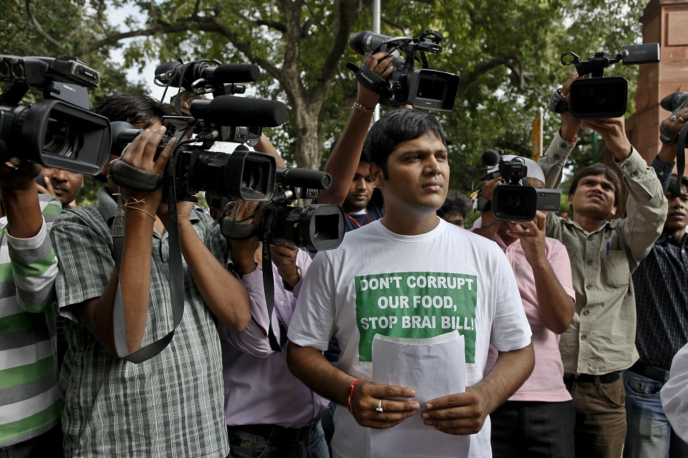 Protests outside the Parliament in 2011 against the same BRAI bill. © Greenpeace / Sudhanshu Malhotra.