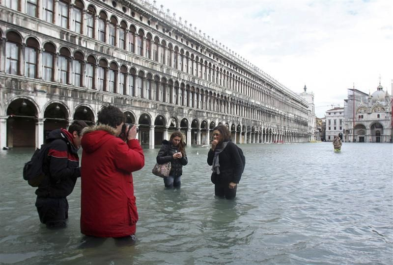 As now there is not a large house in Venice
