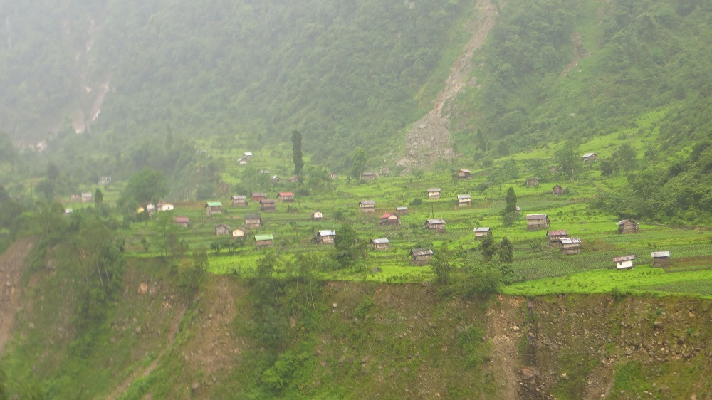 En route La Chung: mountain residents