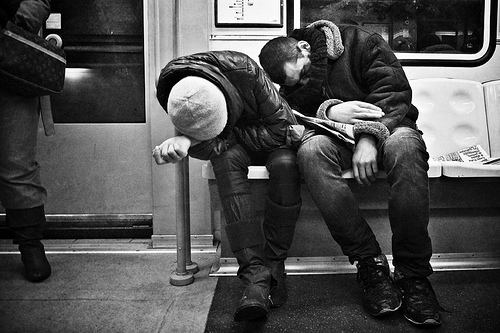 black-and-white-junkies-metro-people-underground-Favim.com-468358