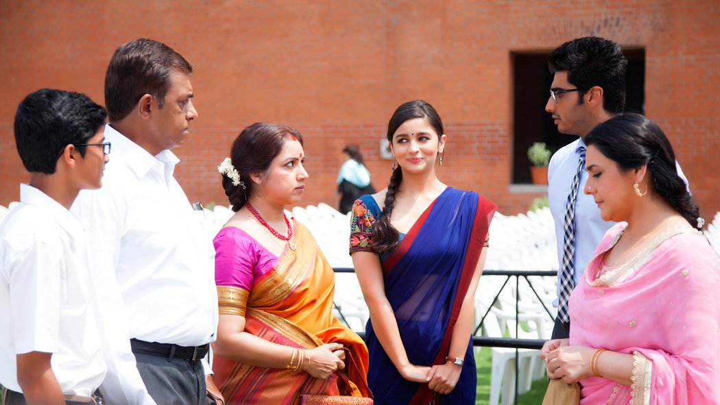 A still from the movie '2 States'