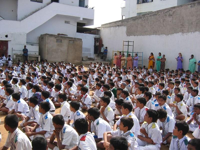 Children_at_school,_India 28.5.15