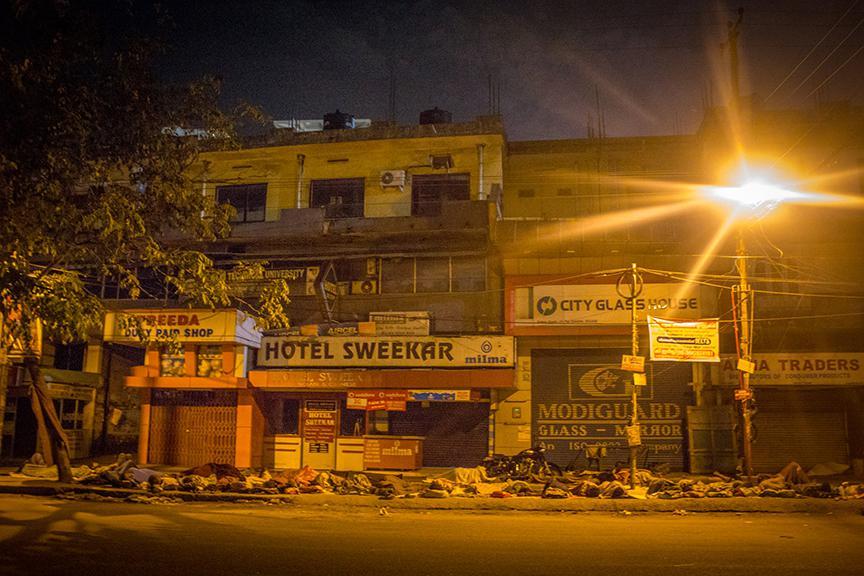 People sleeping on the footpaths of Kaloor junction