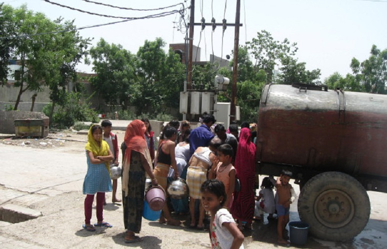 Residents of a free-housing colony in Agra are forced to buy water from a commercial tanker because of shoddy supply piping in their buildings.