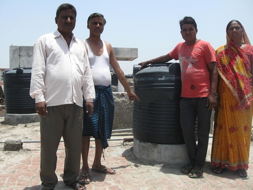 500-Mohd.-Farukh-Qureshi-Shekh-Mohd.-Pramod-Valmiki-Ramvati-in-front-of-a-broken-water-storage-tank-on-the-roof-2