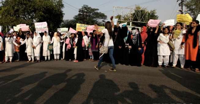 amu-women-protest