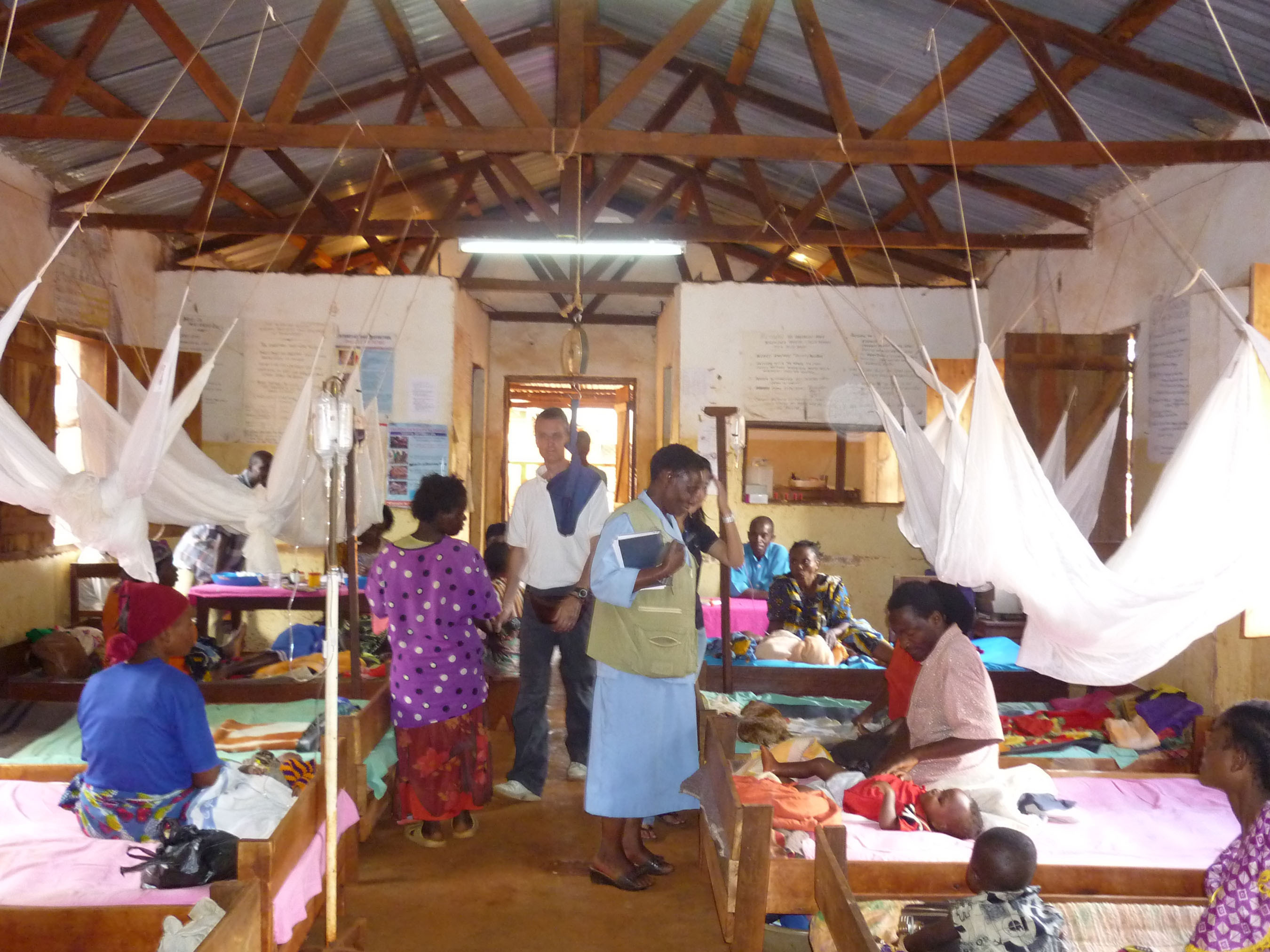 Malaria Clinic in Tanzania helped by SMS for Life and IBM LotusLive.com cloud computing.  (PRNewsFoto/IBM)