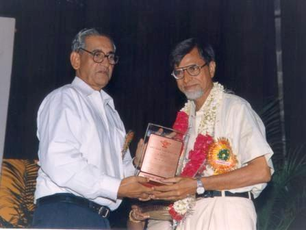 Receiving Sahitya Akademi Translation Prize from Ramakant Rath-19-08-02
