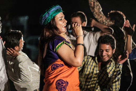 05-08-15-Mano-Bhojpuri-Singer-Kalpana-4-javed-iqbal-web