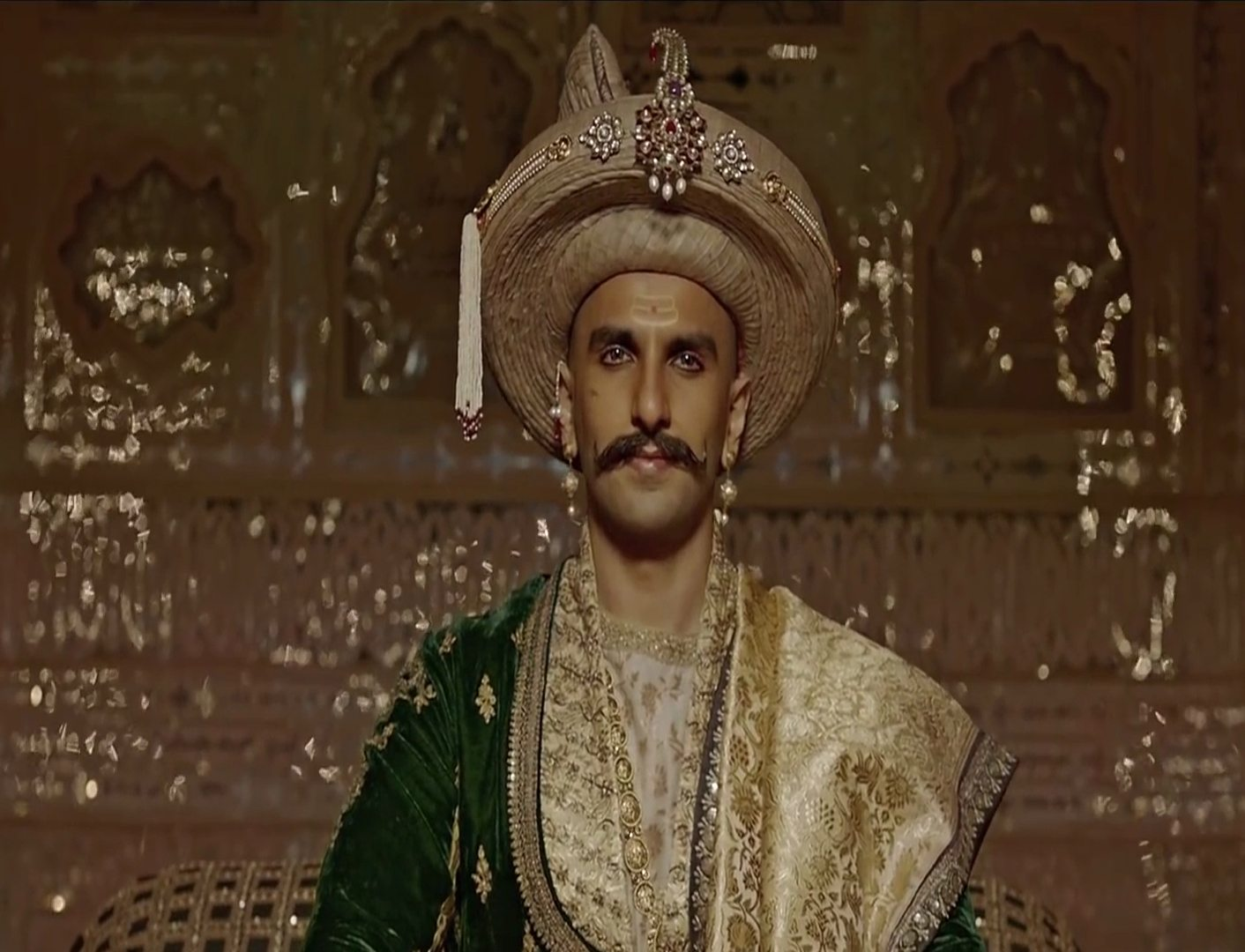 new_look_of_actor_ranveer_singh_in_hindi_picture_film_bajirao_mastani