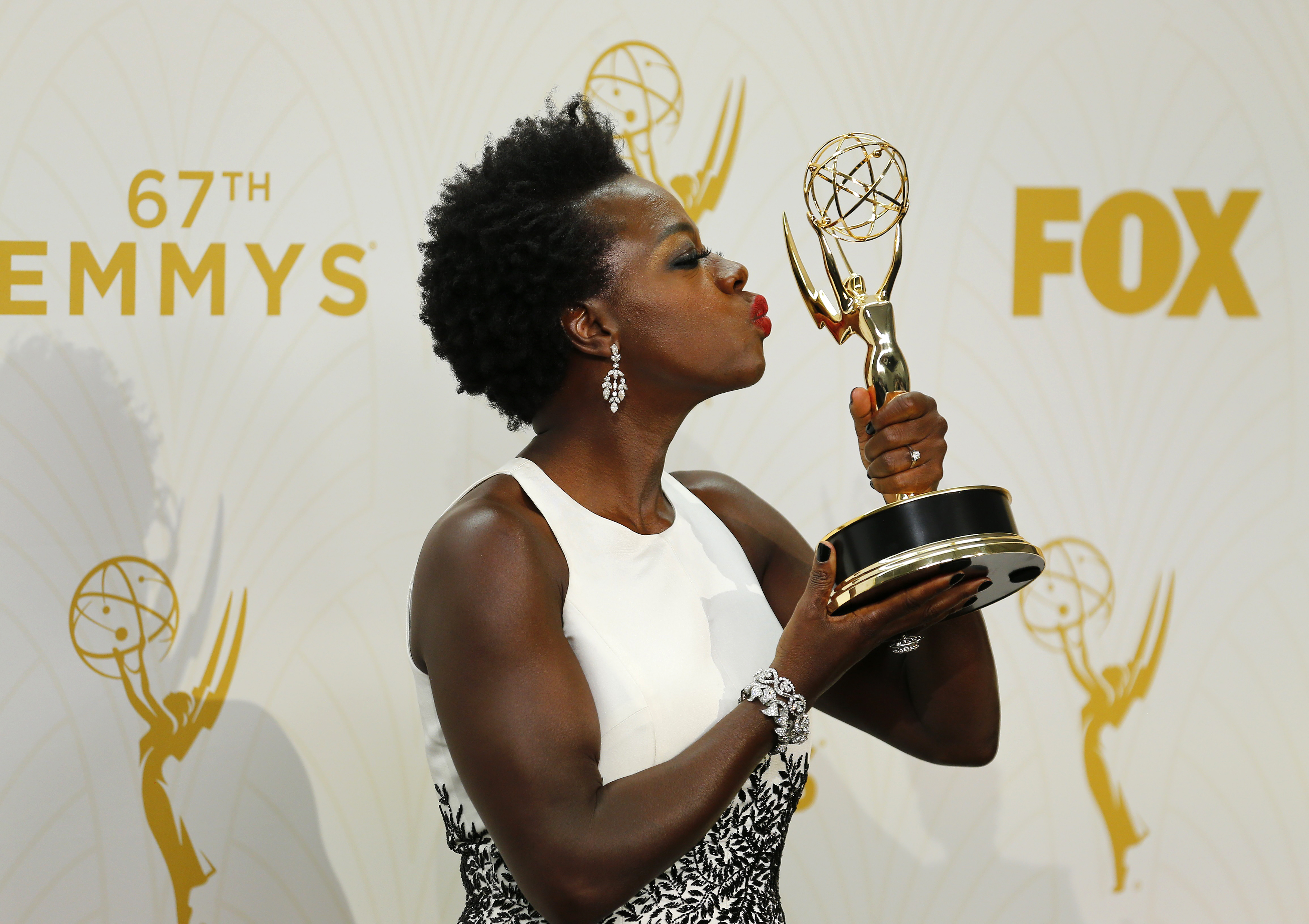 "Actress Viola Davis holds the award for Outstanding Lead Actress In A Drama Series for her role in ABC's ""How To Get Away With Murder"" during the 67th Primetime Emmy Awards in Los Angeles, California September 20, 2015.  REUTERS/Mike Blake - RTS238W"