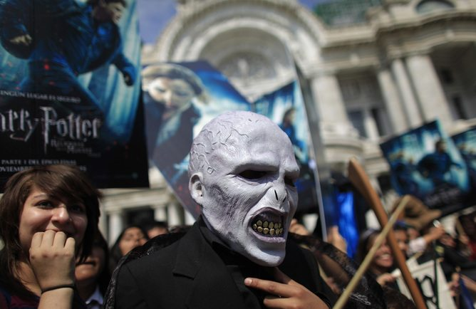 "A Mexican dressed as Voldemort, a character in the Harry Potter books and movies, gathers with other fans in front of Bellas Artes Palace to promote the launch of the ""Harry Potter and the Deathly Hallows"" movie on November 18 in Mexico City, October 30, 2010. REUTERS/Eliana Aponte (MEXICO - Tags: ENTERTAINMENT SOCIETY) - RTXU112"