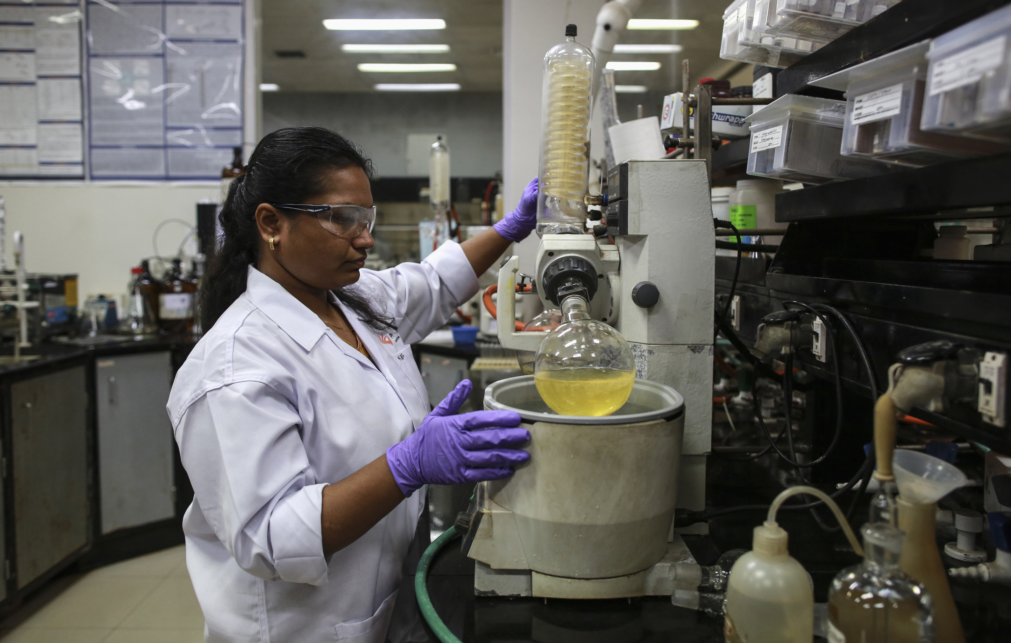 An employee works inside a laboratory at Piramal's Research Centre in Mumbai August 11, 2014. Indian drugmakers are fleeing a regulatory morass at home and moving some research and development to Europe and the United States as they try to boost margins by producing high-value drugs. Companies like Piramal Enterprises Ltd, Sun Pharmaceutical Industries Ltd and Lupin Ltd are investing millions of dollars and placing their future growth in foreign regulators' hands, as they seek to add more complex drugs to their product lines. Picture taken August 11, 2014. To match INDIA-PHARMACEUTICALS/RESEARCH/ REUTERS/Danish Siddiqui (INDIA - Tags: HEALTH BUSINESS DRUGS SOCIETY SCIENCE TECHNOLOGY) - RTR4460X