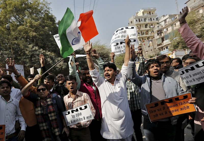 Activists from various Hindu right-wing groups shout slogans during a protest against the students of Jawaharlal Nehru University (JNU) outside the university campus in New Delhi, India, February 16, 2016. REUTERS/Anindito Mukherjee - RTX275UV