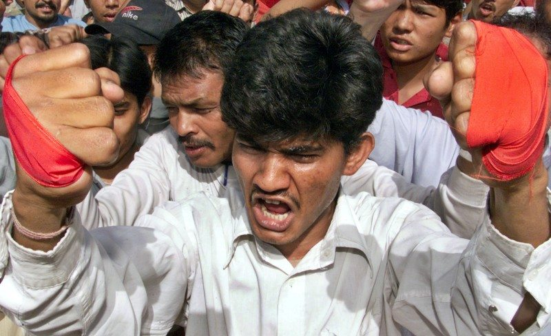 An activist of the Dalit Liberation Front (DLF), a social organisation of Nepal, shouts slogans against Nepal's King Gyanendra in the northern Indian city of Chandigarh June 2, 2004. Dozens of DLF activists on Wednesday in Chandigarh staged a protest in support of a three-day transport strike called by Maoists in Nepal. REUTERS/Ajay Verma AH/CP - RTR3H7B
