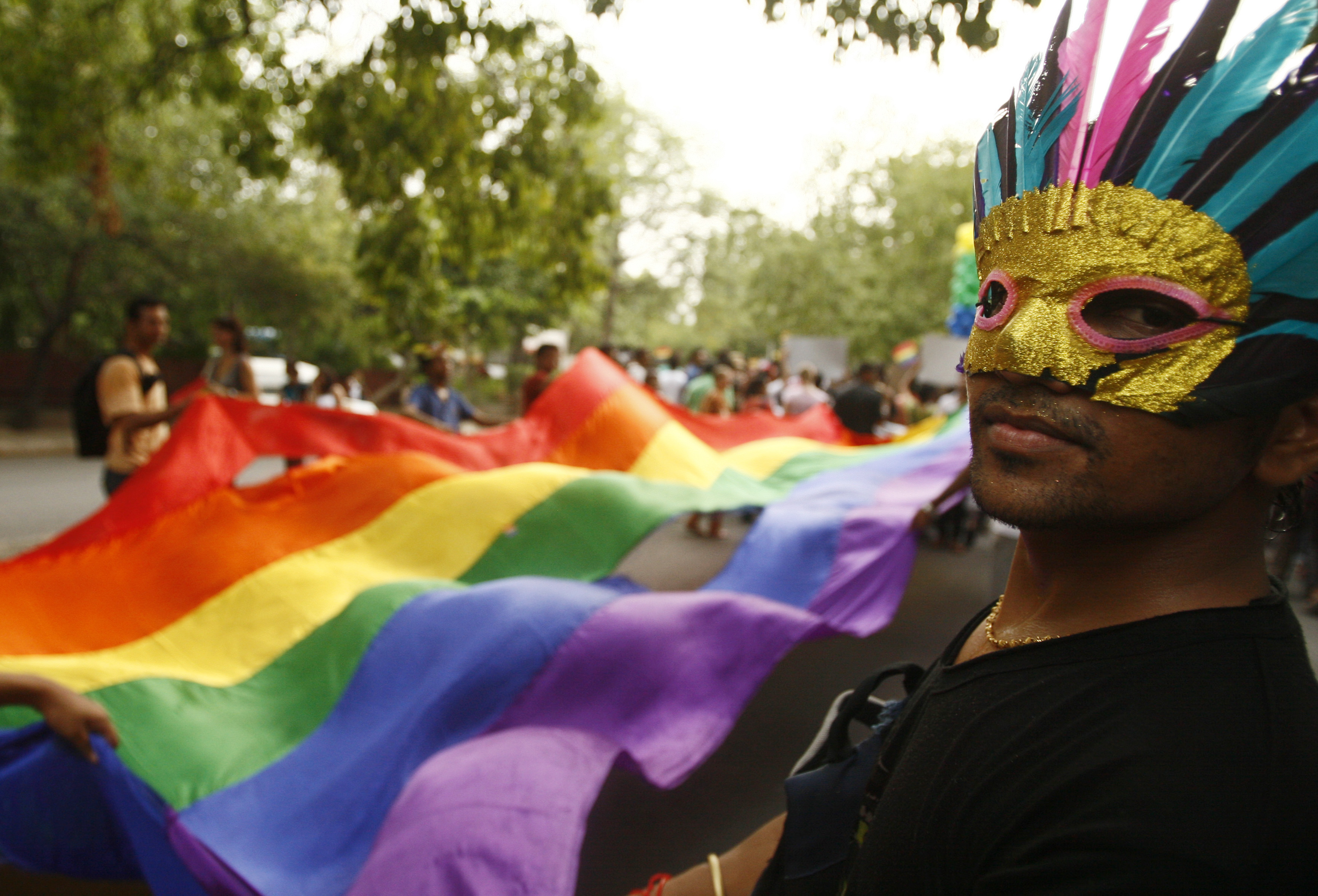 Participants take part in a gay pride march in New Delhi June 28, 2009. About a thousand gays, lesbians, transsexuals and supporters participated in the parade on Sunday. REUTERS/Buddhika Weerasinghe (INDIA SOCIETY) - RTR254OT