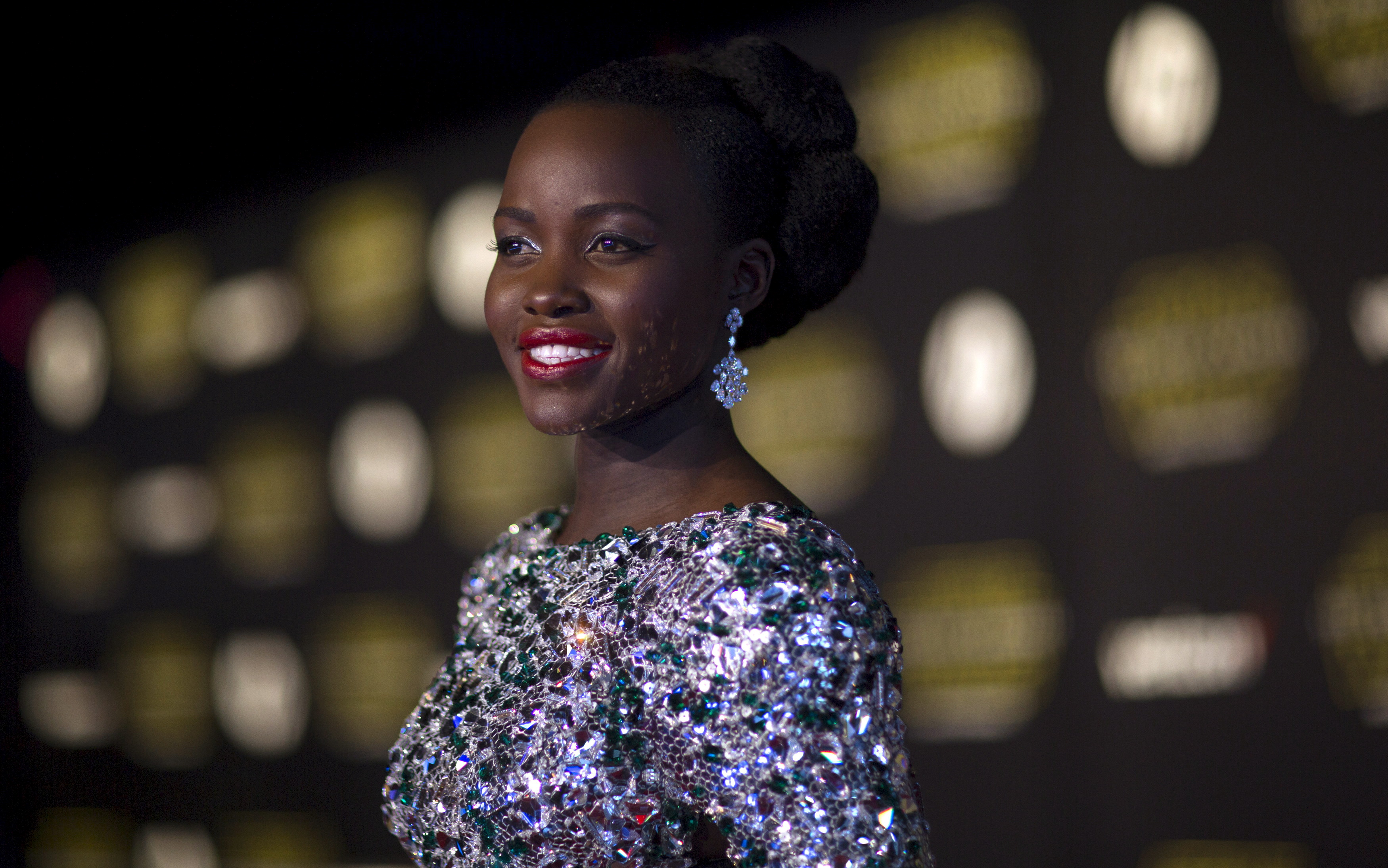"Cast member Lupita Nyong'o poses at the premiere of ""Star Wars: The Force Awakens"" in Hollywood, California December 14, 2015.  REUTERS/Mario Anzuoni - RTX1YPQD"