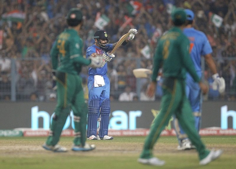 Cricket - India v Pakistan- World Twenty20 cricket tournament - Kolkata, India, 19/03/2016. India's Virat Kohli takes a bow after scoring his half century. REUTERS/Rupak De Chowdhuri - RTSB8HY