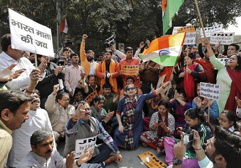 Activists from various Hindu right-wing groups shout slogans during a protest against the students of Jawaharlal Nehru University (JNU) outside the university campus in New Delhi, India, February 16, 2016. REUTERS/Anindito Mukherjee - RTX275UR