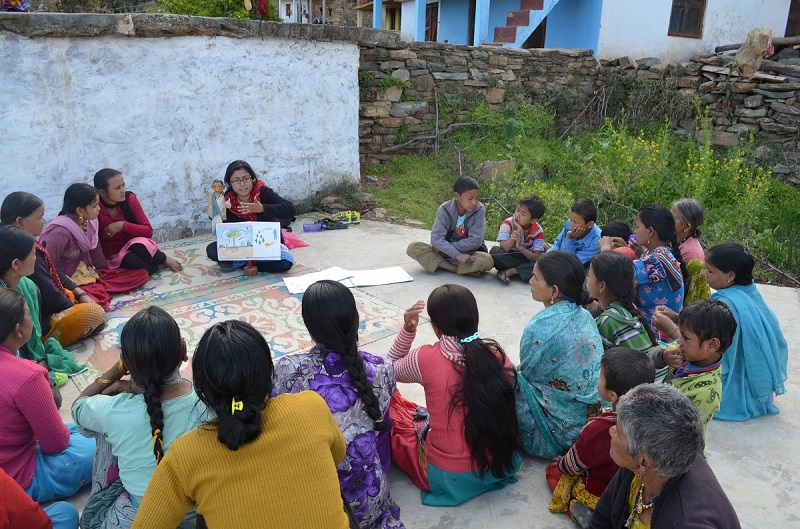 Amrita and Samajhdar Chacha talking to rural women in Kumaon.