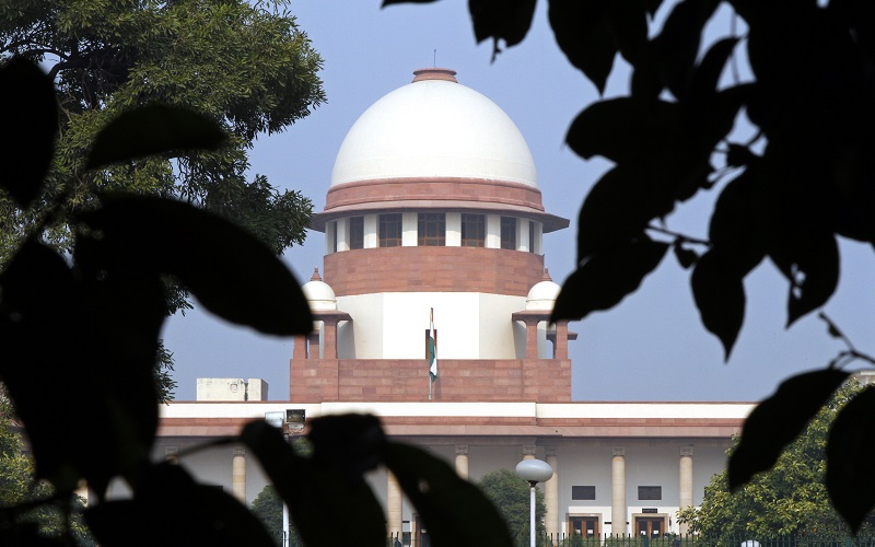 A view of the Indian Supreme Court building is seen in New Delhi December 7, 2010. The Supreme Court on Monday questioned the appointment of the country's top anti-corruption official, local media and a lawyer said, in a victory for the opposition and another blow for an embattled government that has become mired in corruption charges. REUTERS/B Mathur (INDIA - Tags: CRIME LAW POLITICS BUSINESS) - RTXVHUX