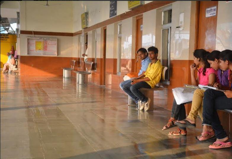 manduadih railway station