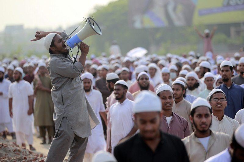 An activist of Hefajat-e-Islam shouts slogans during a rally in Dhaka April 4, 2013. Hefajat-e-Islam, a radical Islamist party, are planning a march on April 6 to demand capital punishment for a group of bloggers, who organised the Shahbagh demonstration, and for the introduction of blasphemy laws, reported local media. The Shahbagh demonstration demanded capital punishment for Jamaat-e-Islami leaders for war crimes committed during the 1971 Independence War. REUTERS/Andrew Biraj (BANGLADESH - Tags: POLITICS CIVIL UNREST) - RTXY8F5