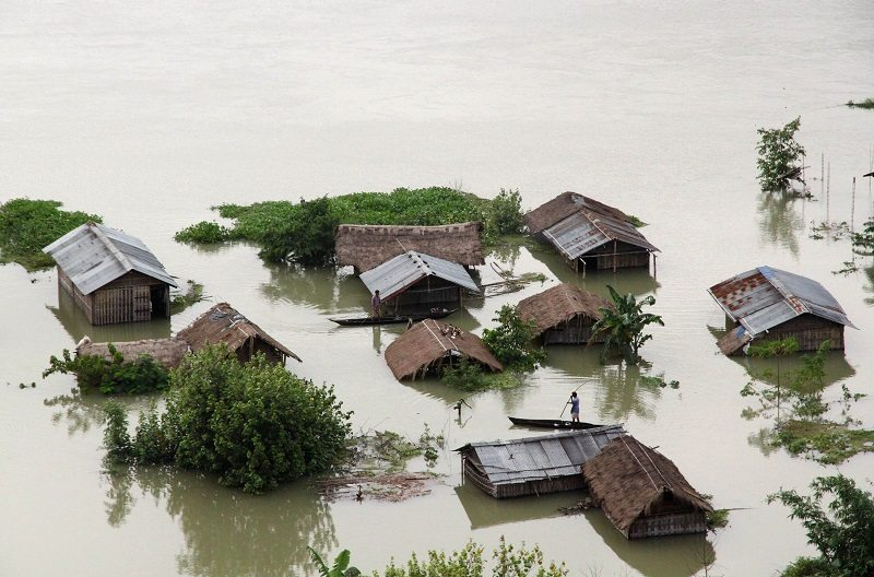 An aerial view of a flooded river island in the Brahmaputra river in Majuli, in the northeastern Indian state of Assam September 24, 2012. Floods and landslides caused by relentless rain in northeast India have killed at least 33 people and displaced more than a million over the past week, officials said on Monday. REUTERS/Stringer (INDIA - Tags: DISASTER ENVIRONMENT) - RTR38CZ2