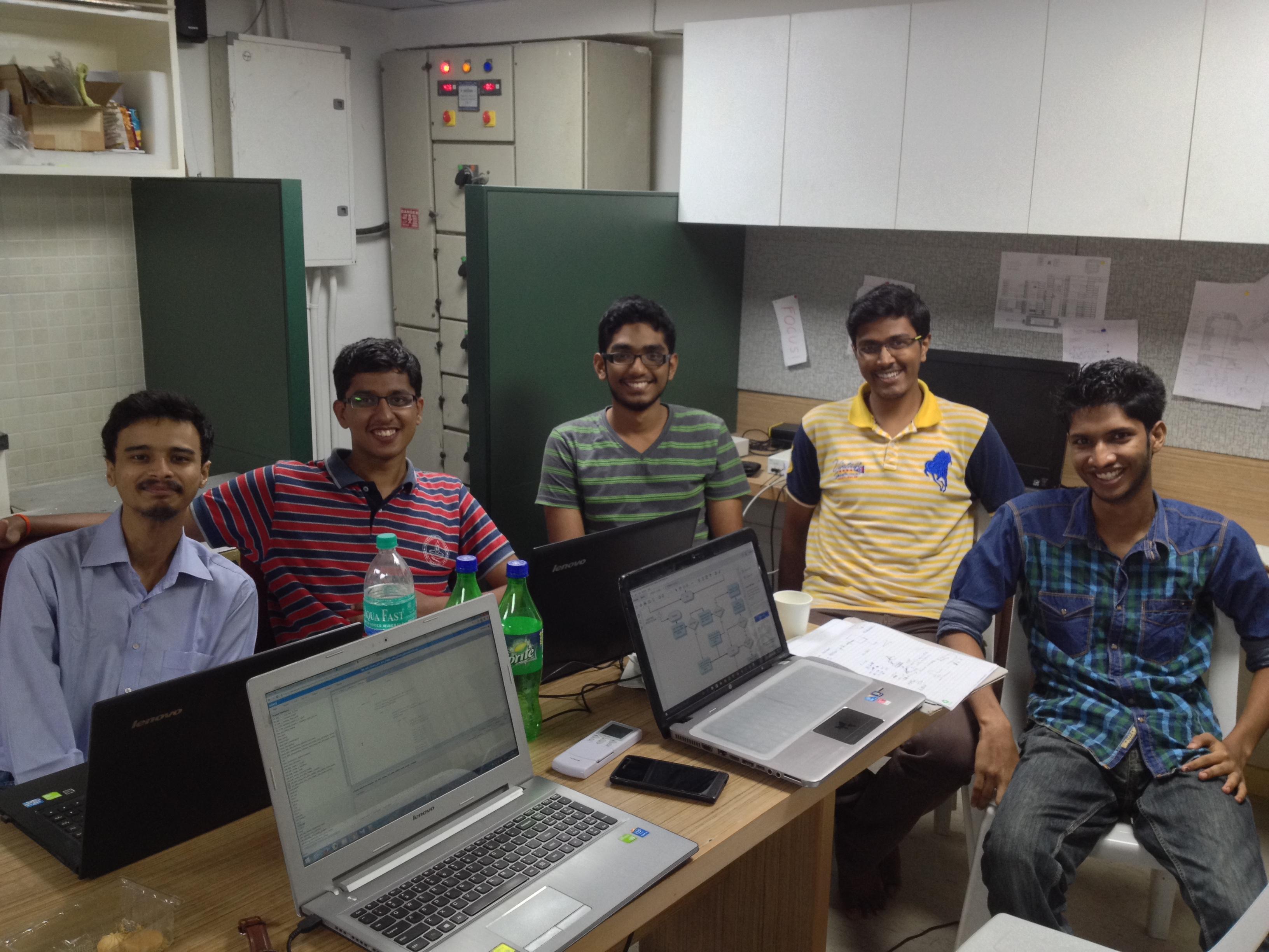 आईआईटीएमसेट की टीम अपनी नयी स्पेस लैब में