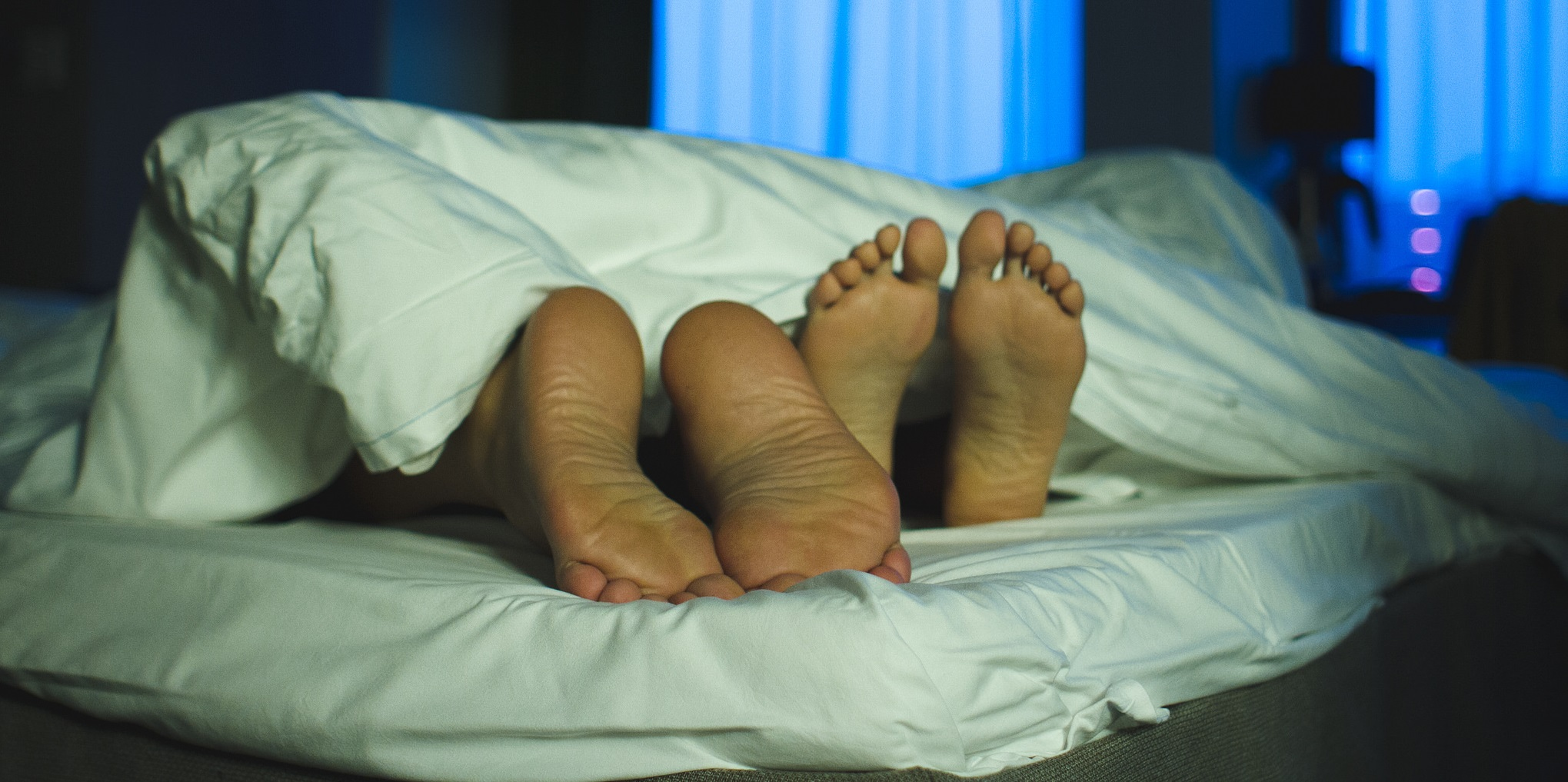 couple-in-bed-feet-sex