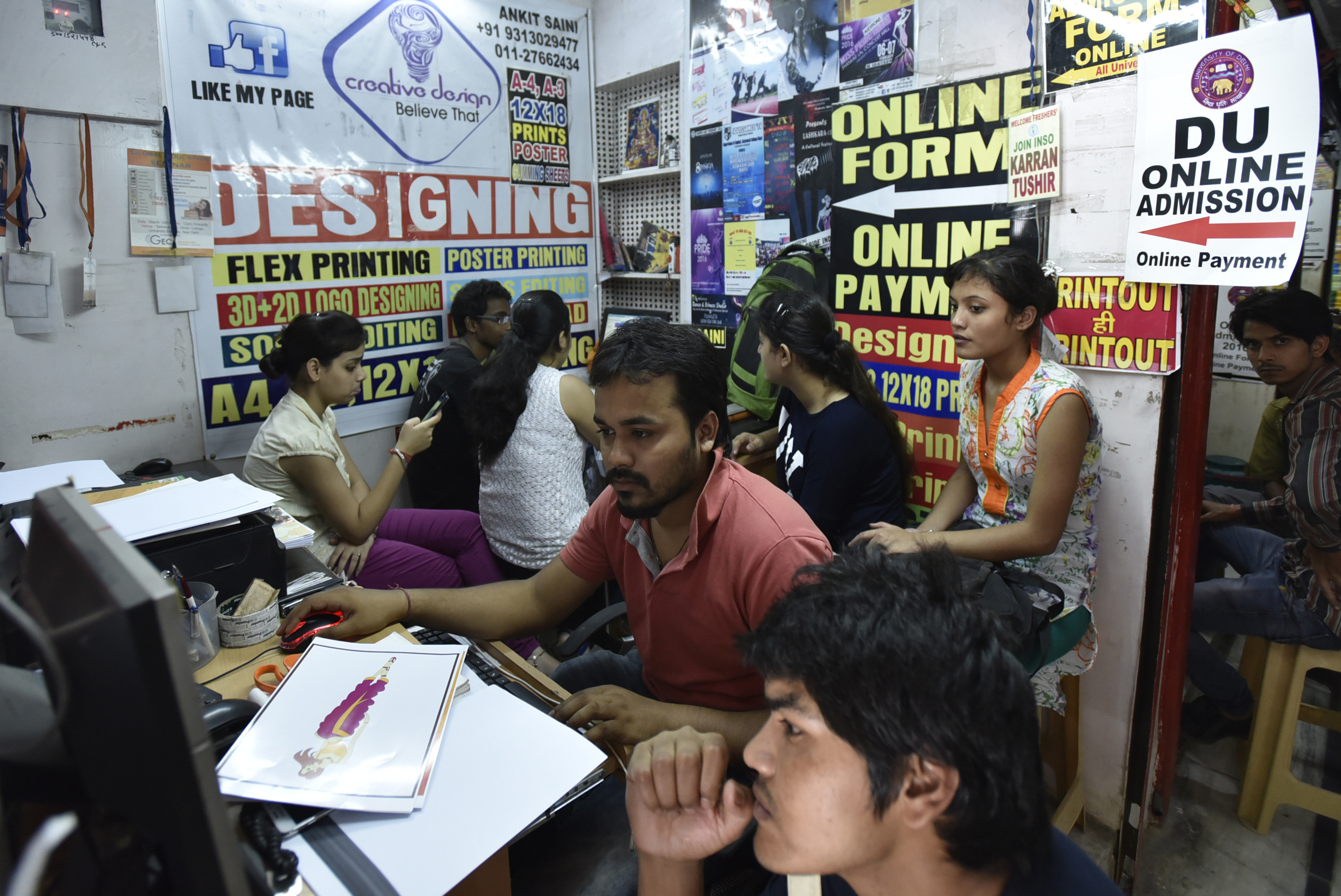 NEW DELHI, INDIA - JUNE 2: Candidates filling online application forms at a cyber cafe near Delhi University on June 2, 2016 in New Delhi, India. The process of admission to over 60,000 seats in Delhi University's undergraduate courses began on its official website du.ac.in. The online registration process started at 12 noon and will continue till June 19. The first cut-off list will be announced on June 27 and unlike previous year, the DU will release only five cut-off lists. Students just need to log into the website, register and fill the application form. (Photo by Arun Sharma/Hindustan Times via Getty Images)