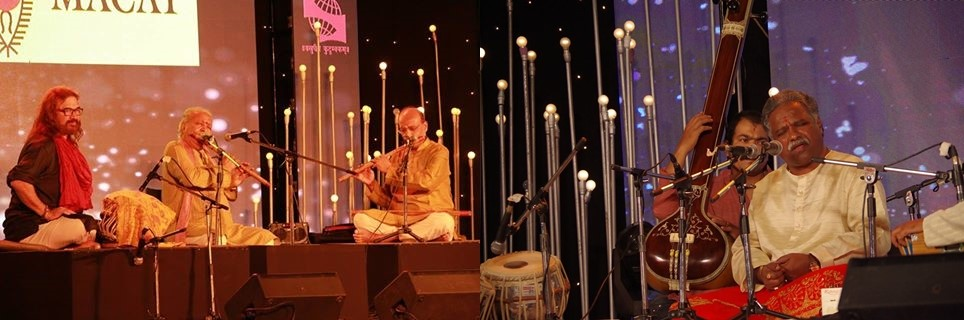 The starry night (quite literally) began with a scintillating performance by Padma Vibhushan Pt. Hariprasad Chaurasia and Pt. Rajesh on the flute, along with Padma Shree Pt. Vijay Ghate on the tabla. This was followed by a wonderful performance by Pt. Venkatesh Kumar. I knew that this event was going to be a treat, and I wasn't wrong!