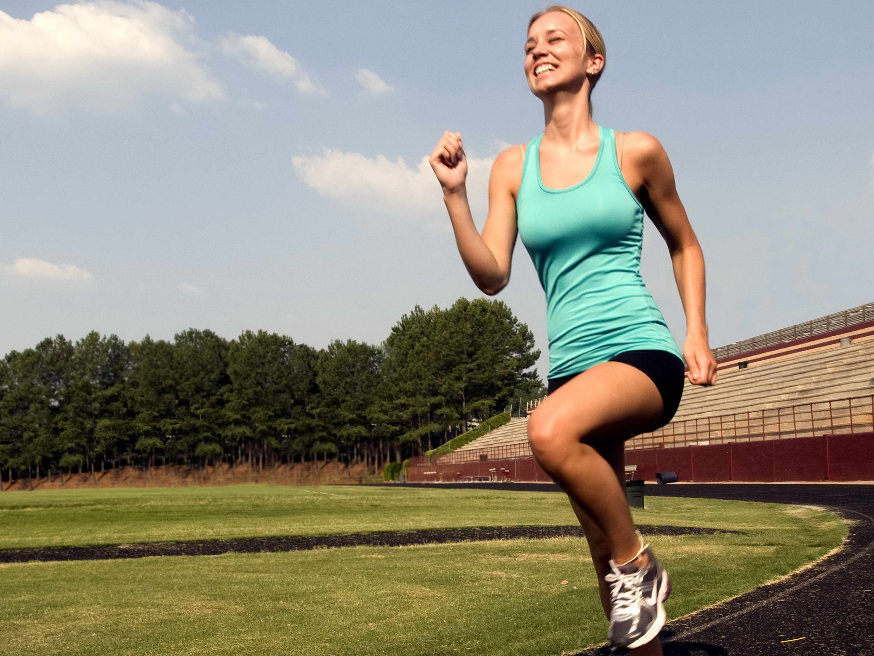 smiling-young-woman-was-jogging-with-a-high-legged-technique-e1430133662912 (1)