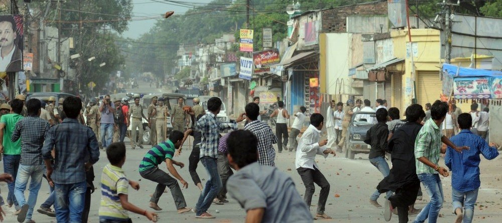 Mob of young boys pelting stones on security forces.