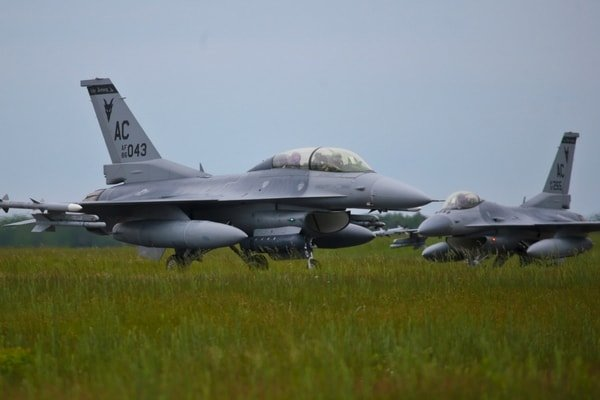 American Fighter Jet F-16