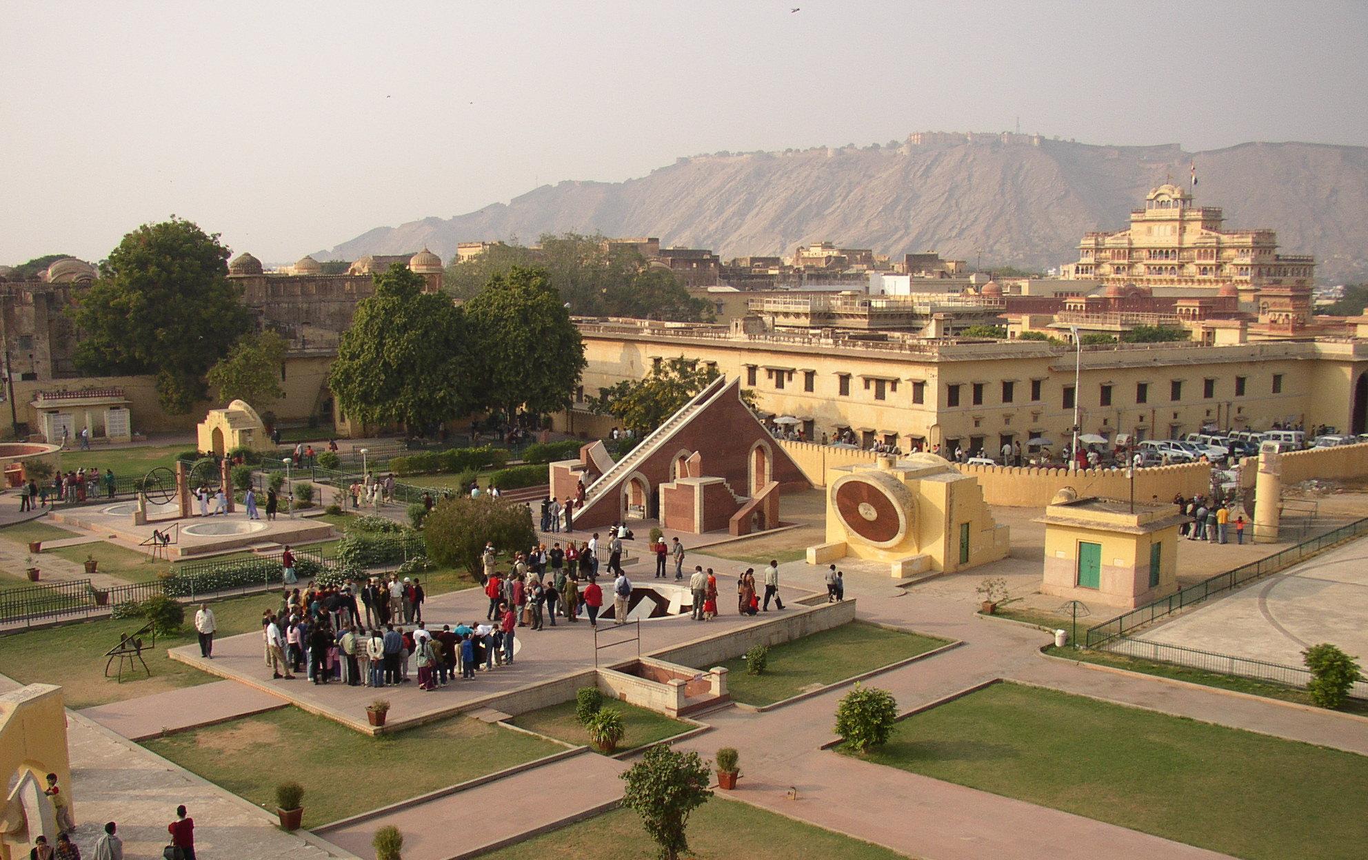 Savaari<Delhi to Jaipur cabs>