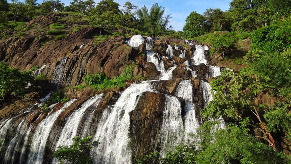Ilanjippara waterfalls