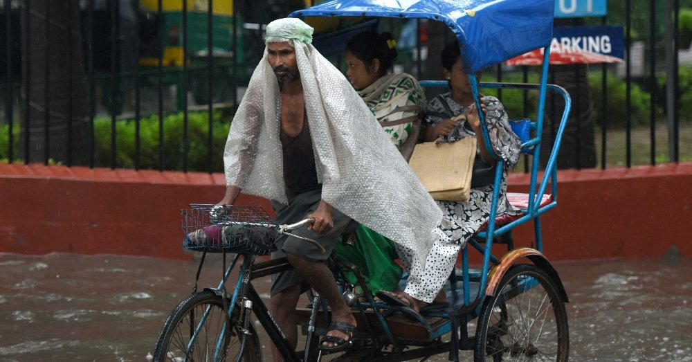 रिक्शा चालक की प्रतीकात्म तस्वीर
