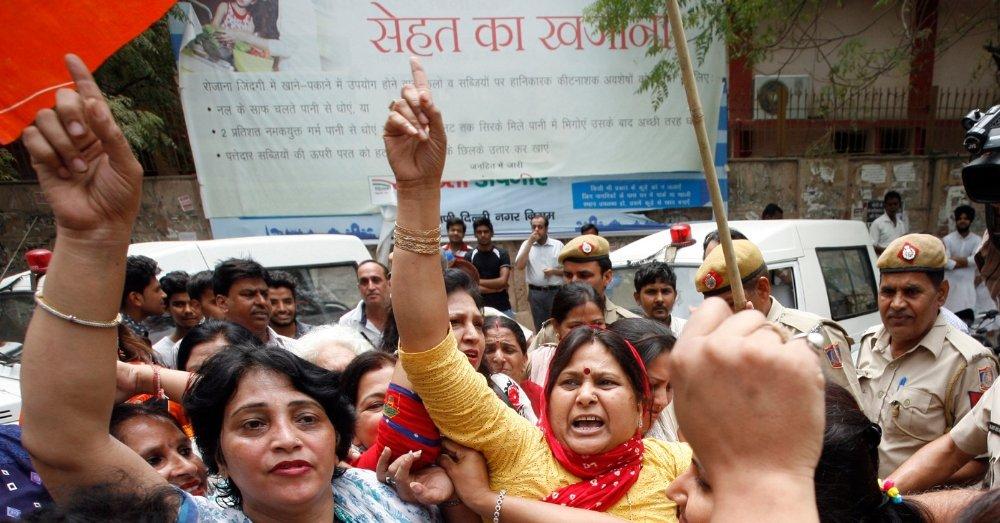 घरेलू हिंसा के खिलाफ महिलाओं के प्रदर्शन की प्रतीकात्मक तस्वीर