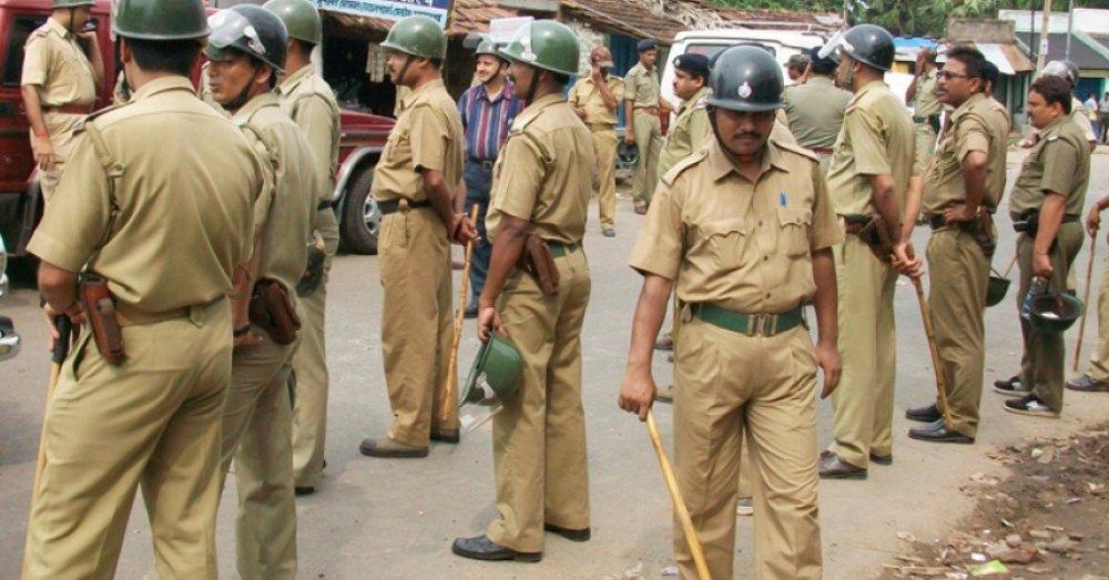 पुलिस वालों की प्रतीकात्मक तस्वीर