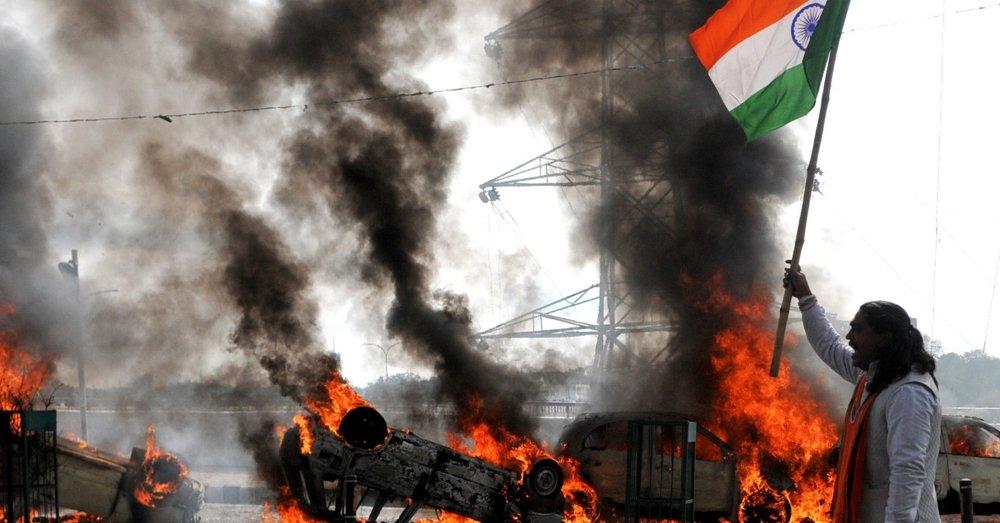 पुलवामा आंतकी हमले के बाद देश में तनाव
