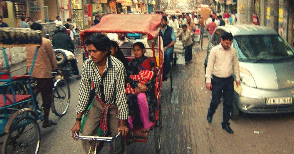 Bangladeš Old-delhi-traffic-cycle-rickshaw-flickr-shamwoo