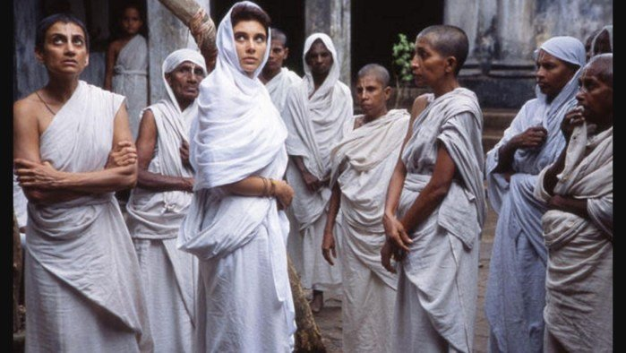 Move Review: 'Water' By Deepa Mehta | Youth Ki Awaaz
