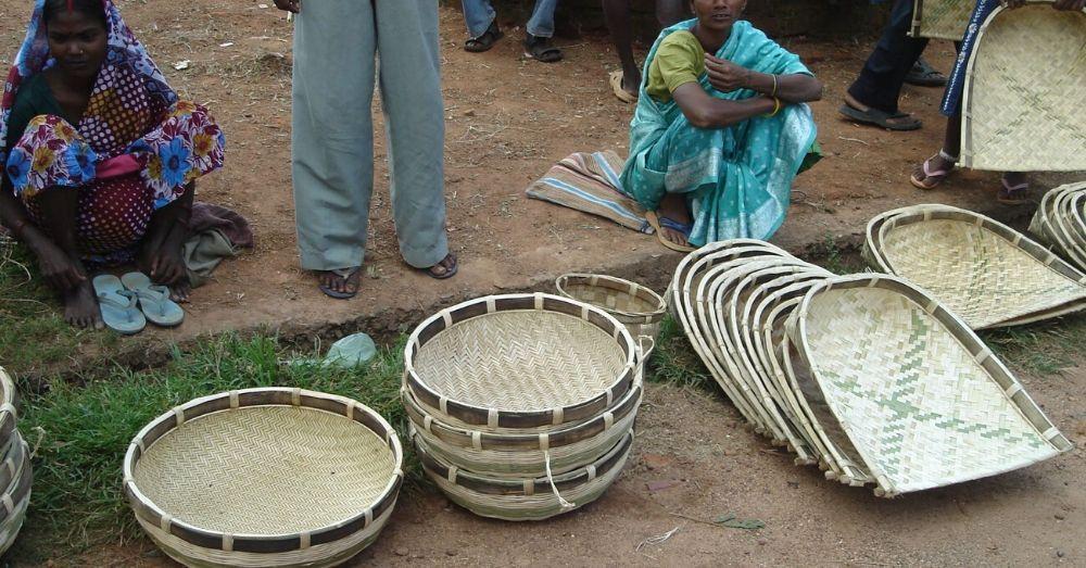बांस से बनाए गए सुपा बाज़ार में बेचे जाते है। फ़ोटो- enushaathaley.wordpress.com