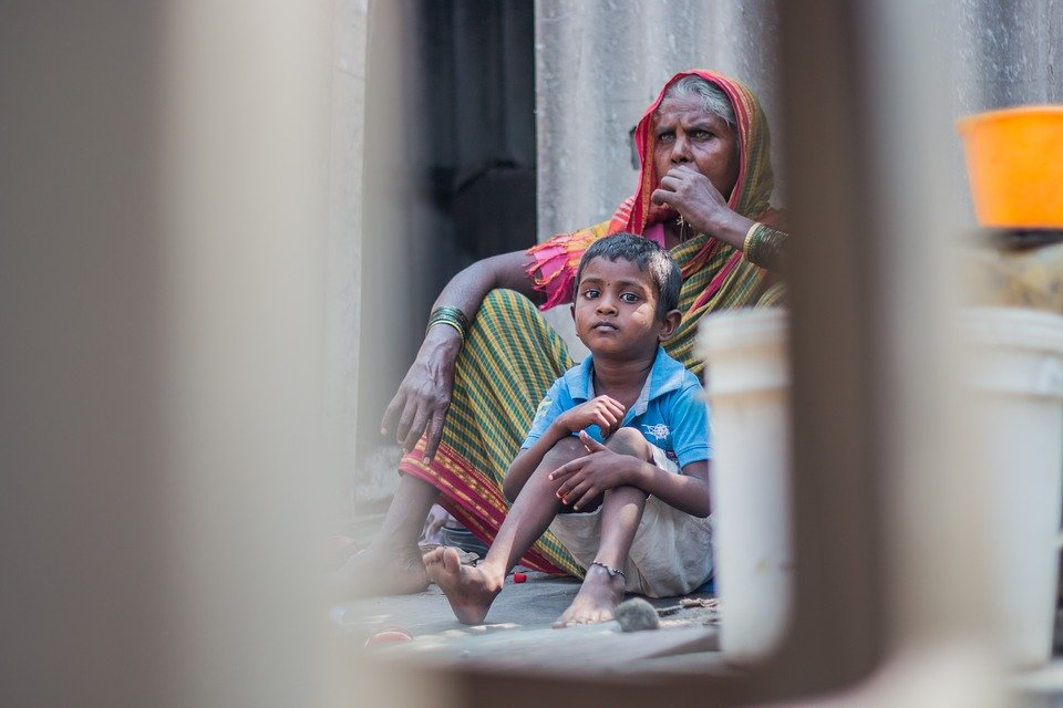 India Fellow working in Surat with migrant labor
