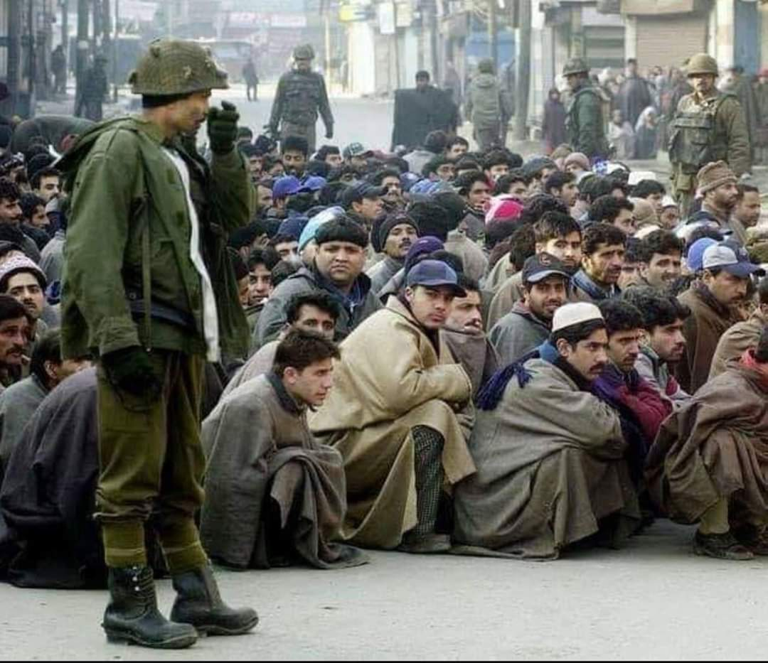 Kashmiris used as Human shield by Indian during an encounter