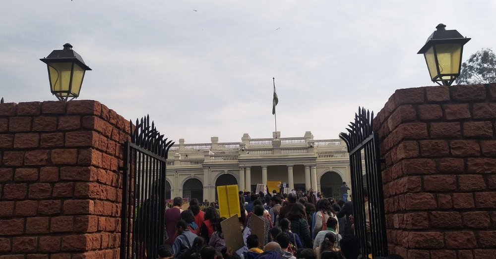 विरोध प्रदर्शन के दौरान एडहॉग टीचर्स